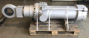 Instandsetzung von Hydraulikzylindern aller Hersteller, hier Schwenkzylinder einer Paul Wurth Stichloch Stopfmaschine vom Hochofen