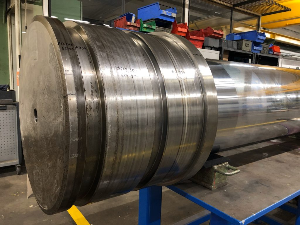 Instandsetzung von Hydraulikzylindern, hier defekte Kolbenstange bei der Schadaufnahme