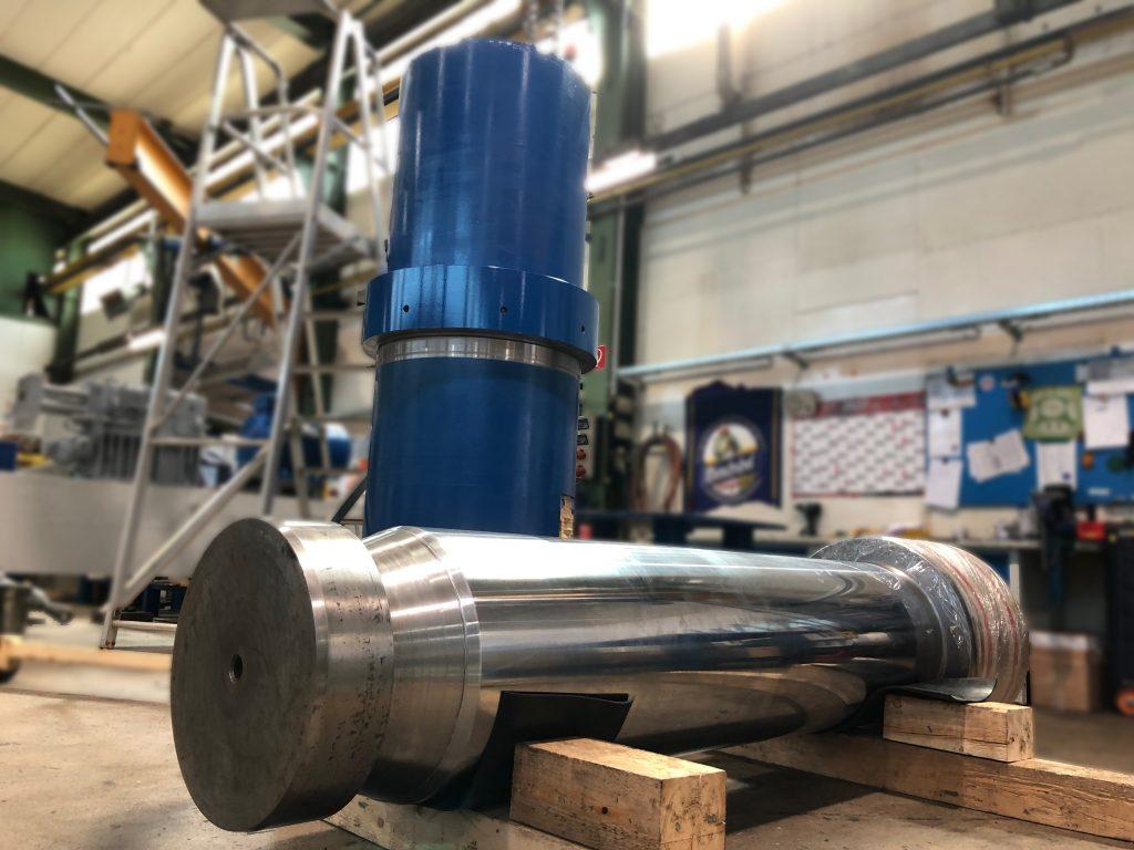 Instandsetzung eines 17 Tonnen Grosszylinders aus einer Schrottschere mit 3.000 Tonnen Scherkraft