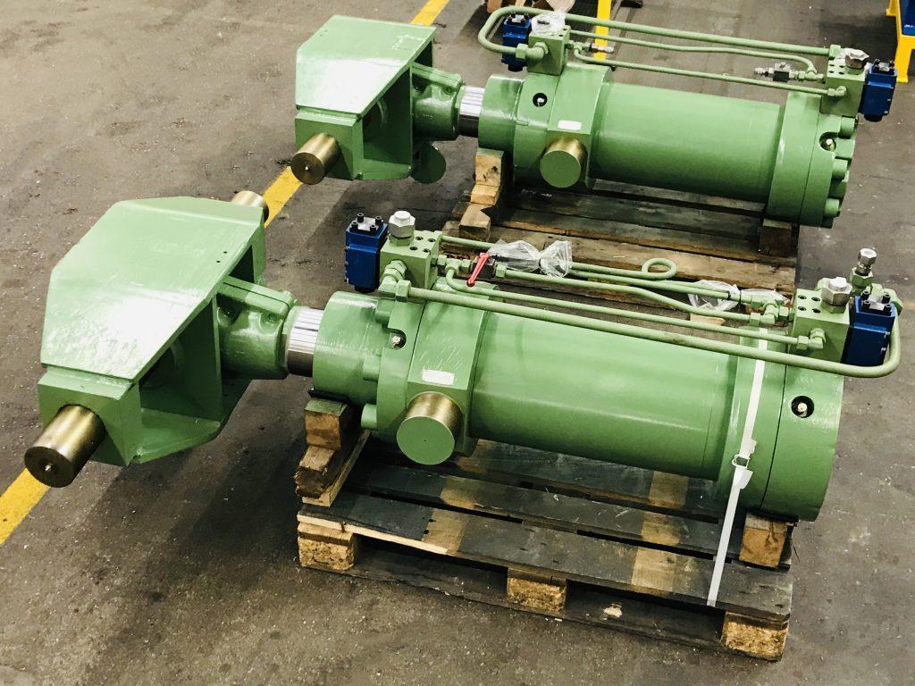 Instandsetzung eins doppelwirkenden Klappenzylinders aus einem Stahlwerk, Kolben ø 250mm, Kolbenstange ø 180mm, 580 mm Hub